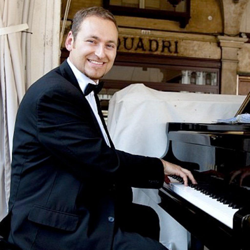 Cornel | Cocktail Pianist