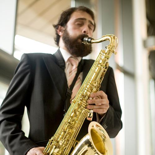Roger | Saxophonist