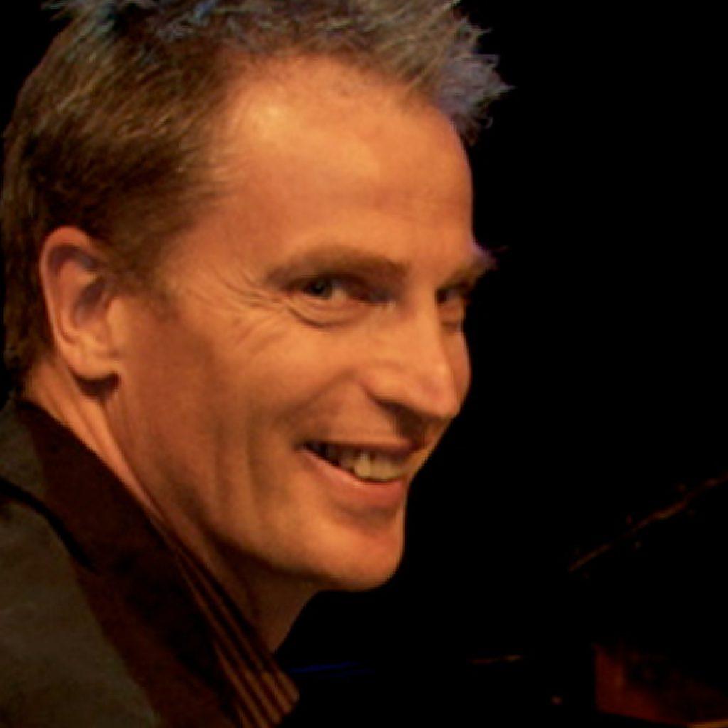 Simon | Pianist Singer | South West