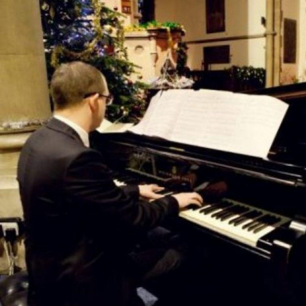 Steven   Pianist & Organist