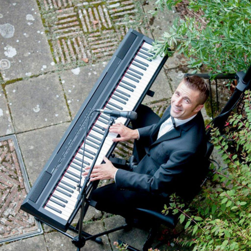 Jonathan | Pianist Singer