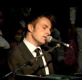 Jon   Pianist-Singer